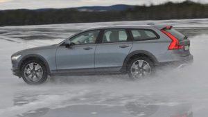 Um 65 Millimeter hat Volvo den V90 Cross Country angehoben