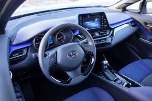 Pfiffiges und übersichtliches Cockpit im Toyota C-HR.