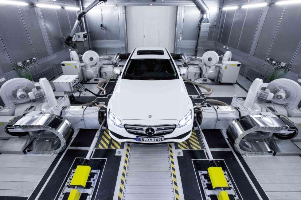 Mercedes-Dieselmotor im Prüflabor